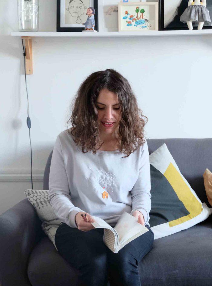 Vanessa Lellouche Nizard portant un pull Lundi au Soleil